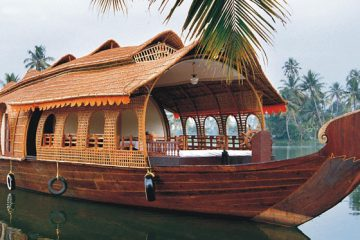 Birds and Houseboat Tour in Munnar